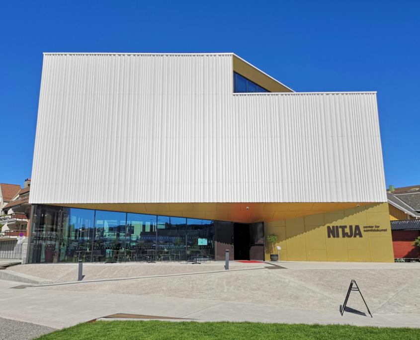 Fasadebilde av Nitja senter for samtidskunst
